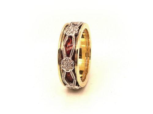 Anello in oro giallo e bianco 18kt g. 8,60 con smalti a fuoco translucidi e diamanti naturali taglio brillante colore H VS ct. 0,16