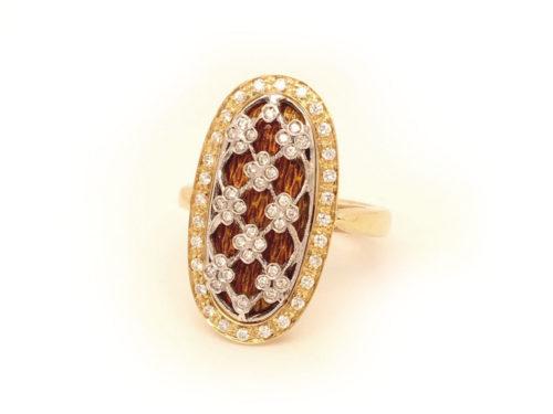 Anello in oro giallo e bianco 18kt gr. 10,40 con smalti a fuoco translucidi e 62 diamanti naturali taglio brillante colore H VS ct. O,33 Misura 13 1/2