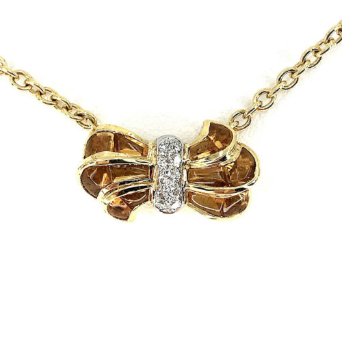 18kt yellow and white gold necklace g. 12.10 with cabocon cut citrines, in the bow (faceted and cut out of shape) cts. 11.64 and natural brilliant cut diamonds Color G vs 0.16 cts Length 40