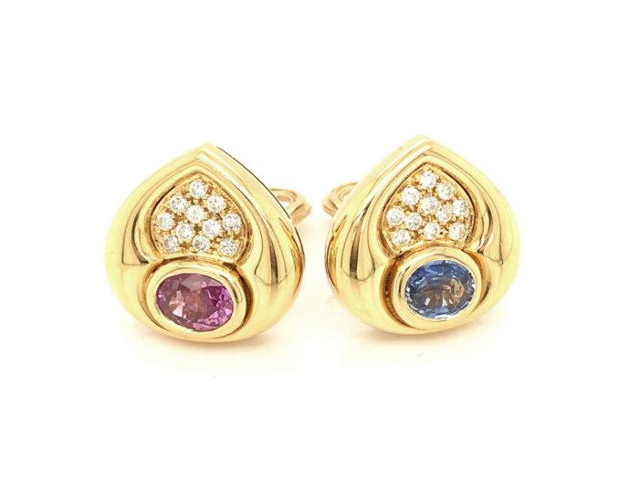Orecchini in oro giallo 18kt g. 16,40 con zaffiri blu e rosa per cts. 2,76 e 22 diamanti naturali taglio brillante Colore G vs 0,41 cts